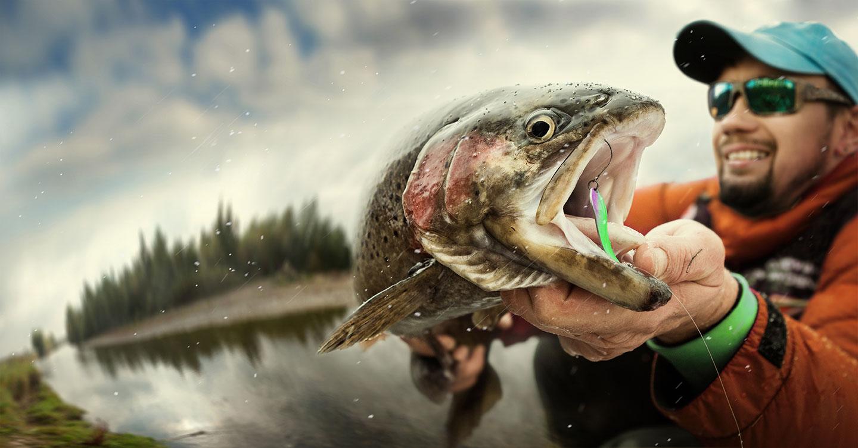 Angler mit Fisch
